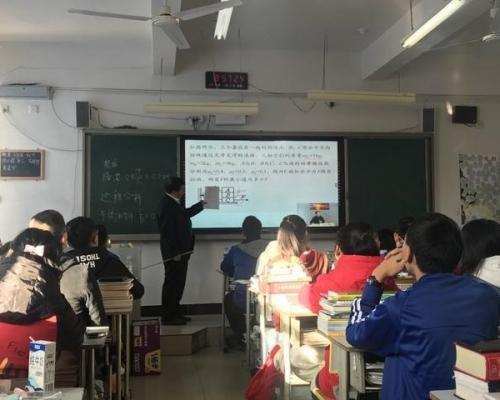 四川學校網絡直播教學 助貧困地區學生讀清華北大