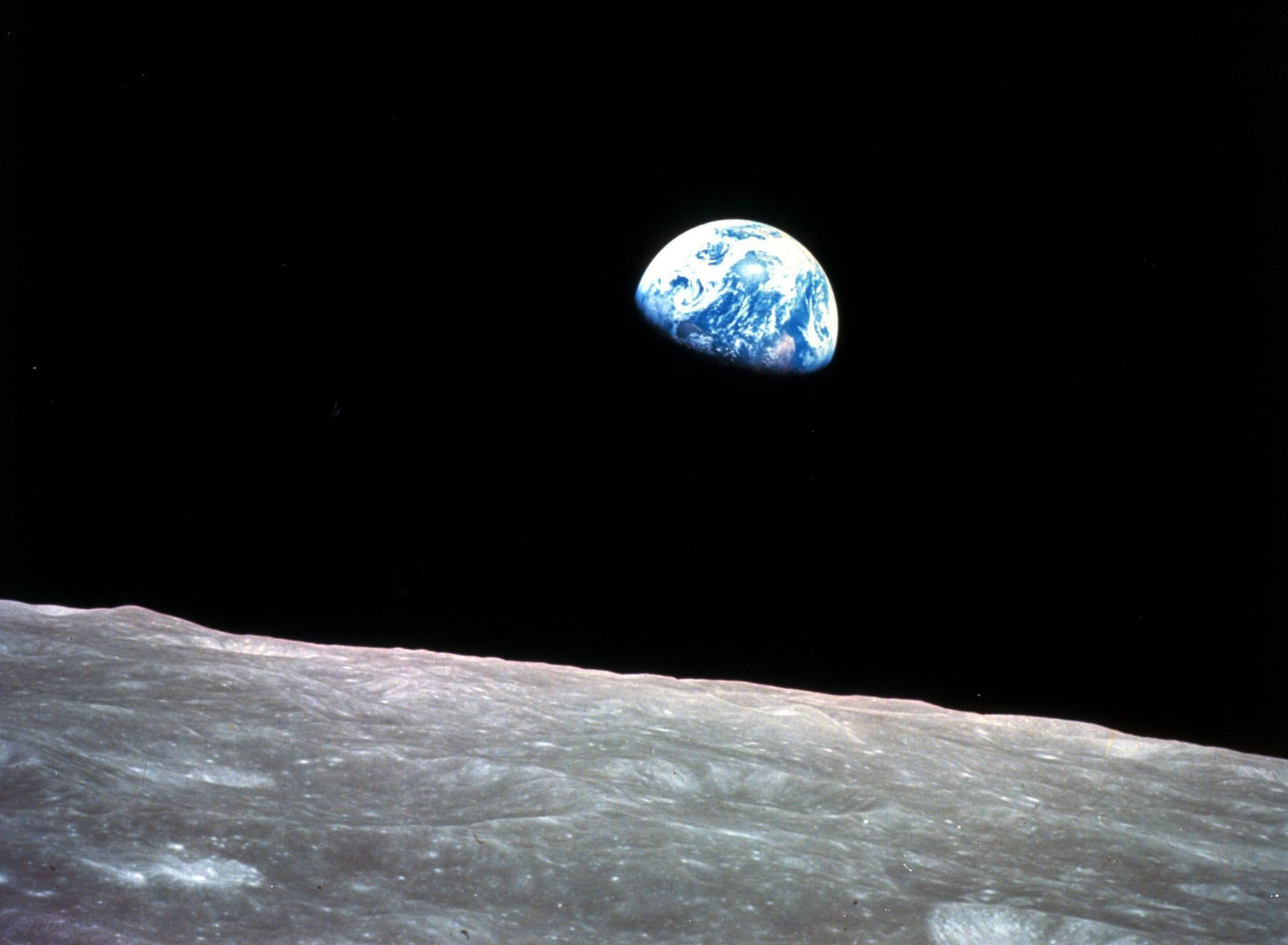 人类史上第一次从另一个星球上,看到地球的样子。AP