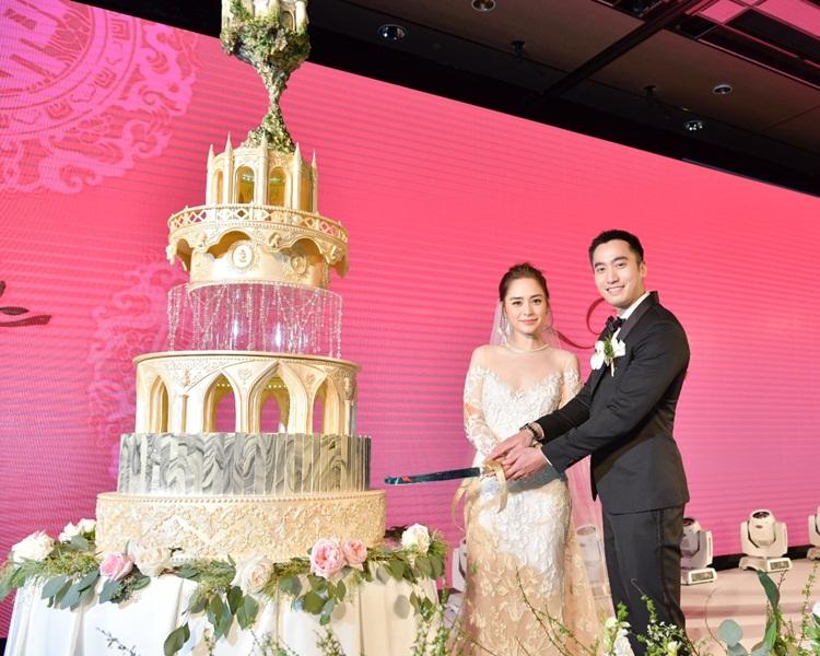 一對新人切祖兒與阿Sa送的價值24萬結婚蛋糕。