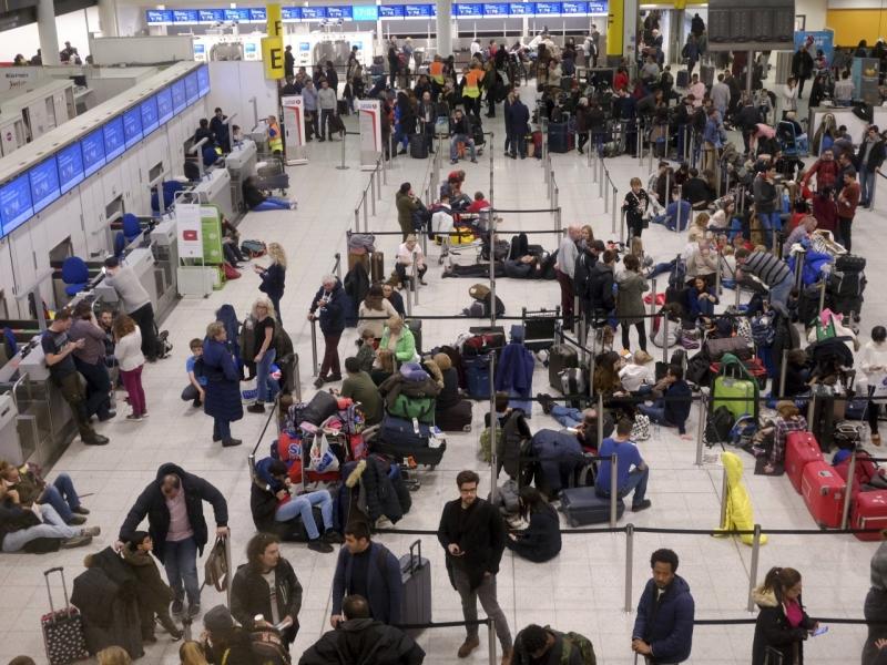 倫敦吉域機場受到無人機干擾,數以萬計旅客受影響。AP