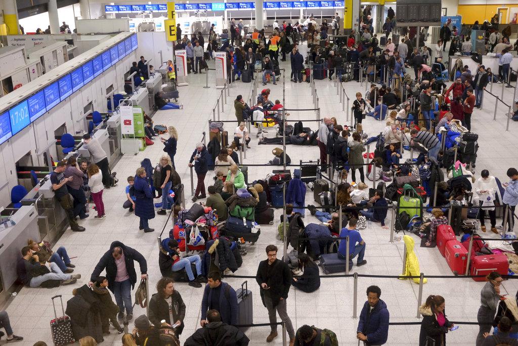 英國吉域機場關閉32小時重開。AP