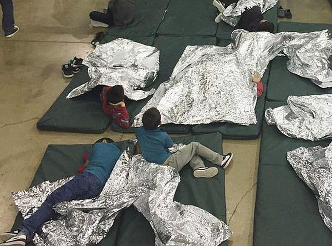 费利佩在本月23日被送往海关与边境保护局位于阿拉莫戈多的中心。网图