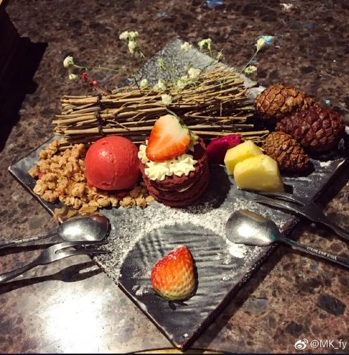 聖誕食甜品先夠甜蜜。MK_fy 微博