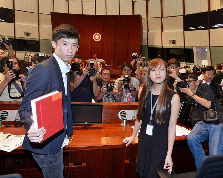 游蕙禎(前右)衝立會被判入獄。資料圖片