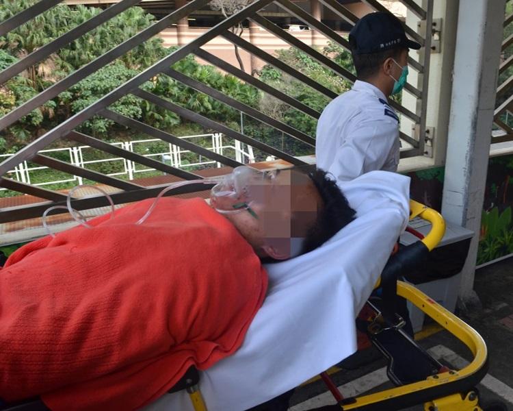 西貢一名青年企圖用剪刀刺胸自殺,現正送院搶救。