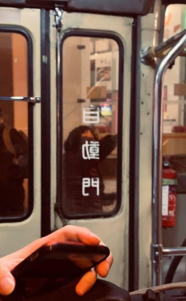Kelly Online:大媽打尖上小巴拍卡拒落車 司機乘客「妙計」應付