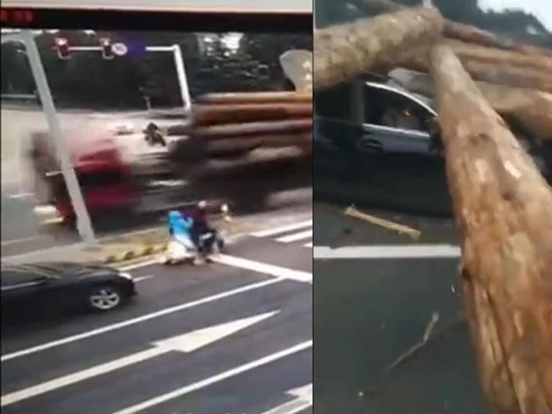 货车失控翻侧后,滚落地的巨型圆木击中逆向的电单车和黑色私家车。
