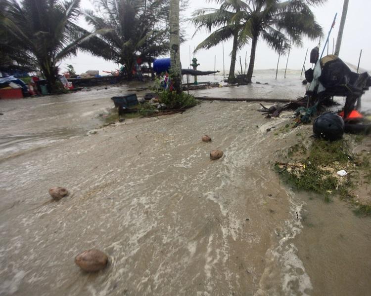 海水涌上沿岸地区。