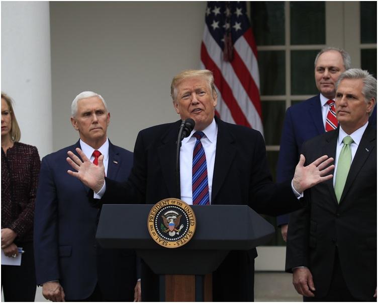 特朗普声称可运用总统权力颁布紧急状态兴建美墨边境围墙。
