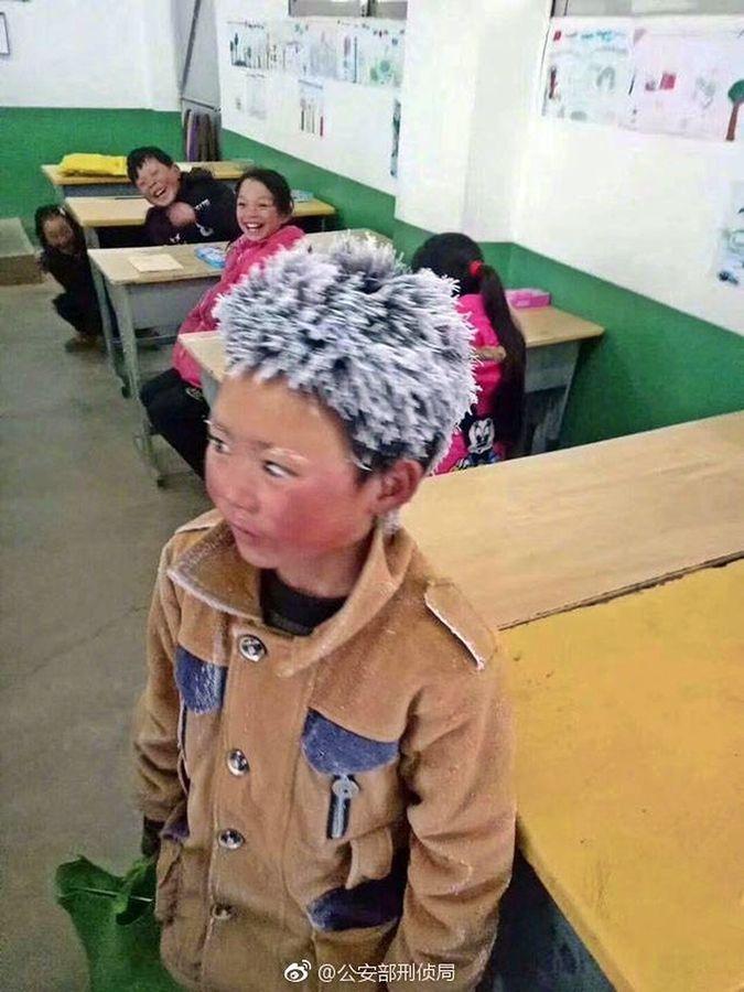 王福满去年凭这幅相成为「冰花男孩」牵动人心。