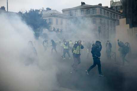 法国「黄背心」示威者今天再度上街抗议,但规模较之前大幅缩减。