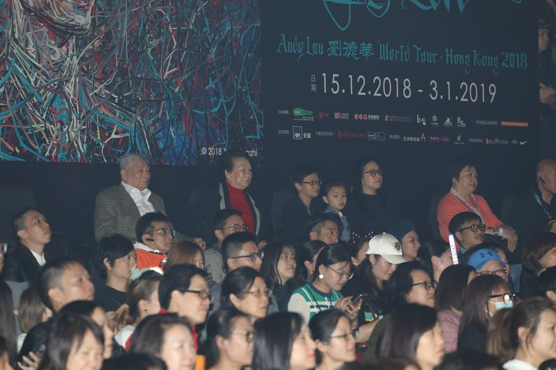 華仔個唱上,父母、太太朱麗倩與女兒都有現身撐場。