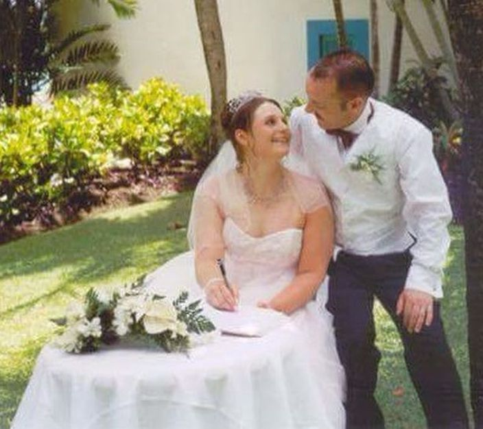 Natalie与已离世的丈夫Tim Madeley。网图