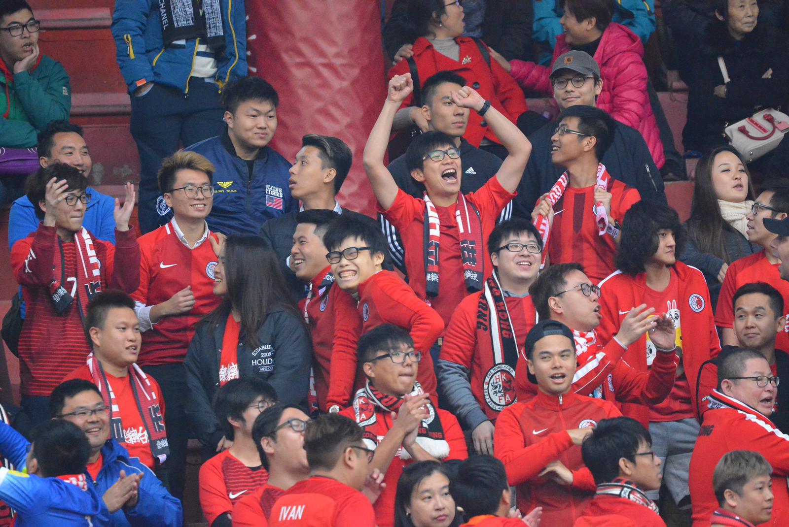 不少港隊球迷專程赴廣州入場支持球隊