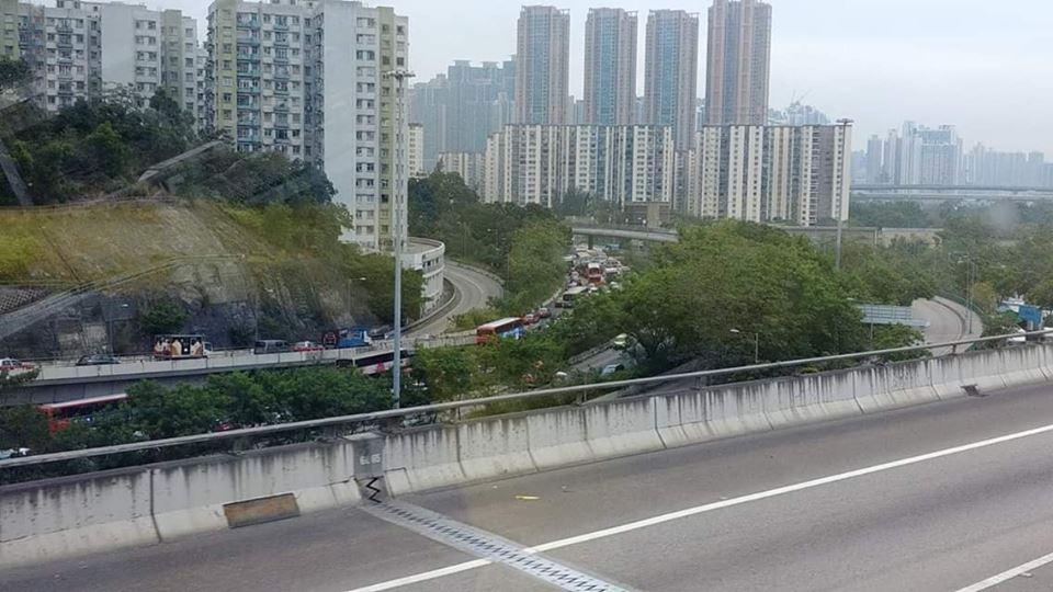 葵涌道往九龍擠塞。突發事故報料區圖片