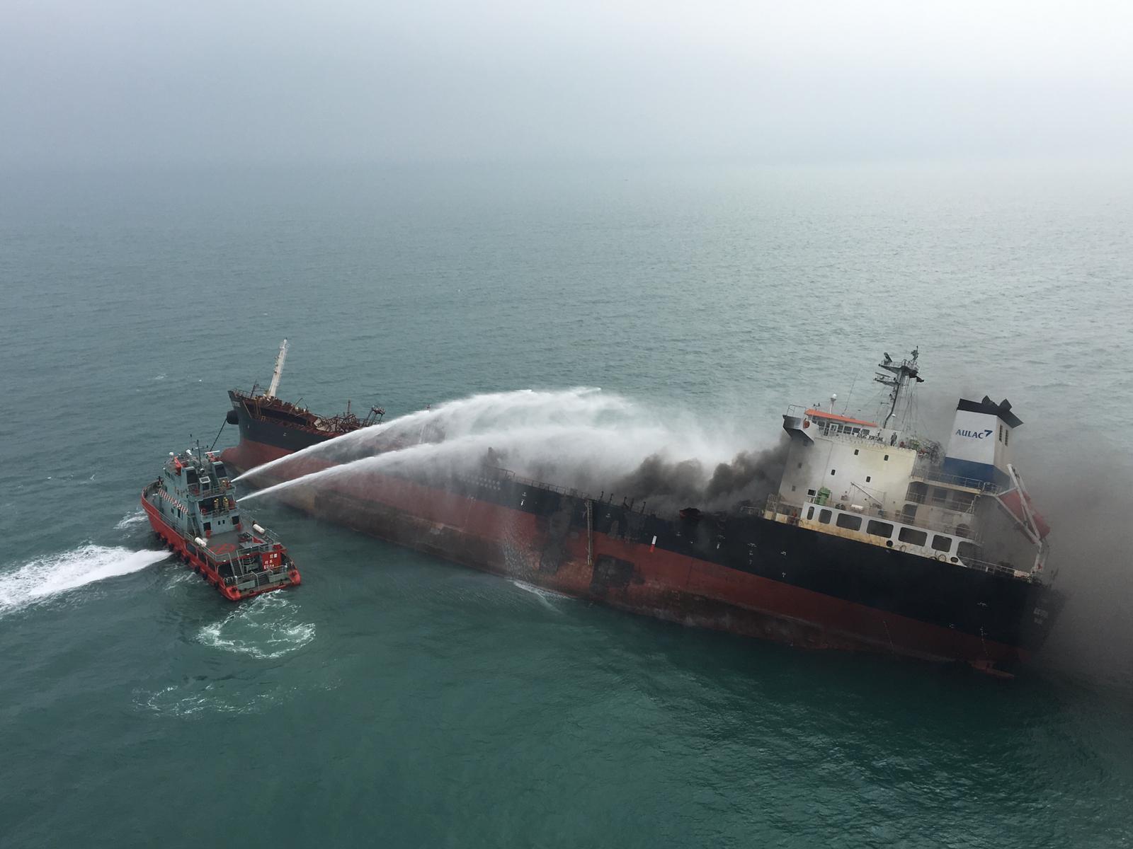 船身目前傾斜30度,詳細起火原因有待穩定船身後再作調查。飛行服務隊圖片