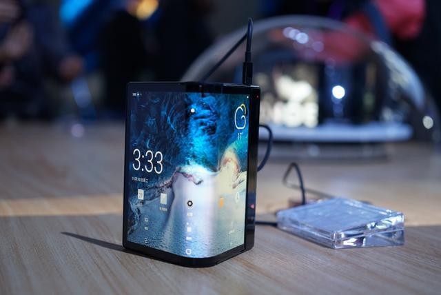 柔宇科技於CES 2019展示可折疊手機