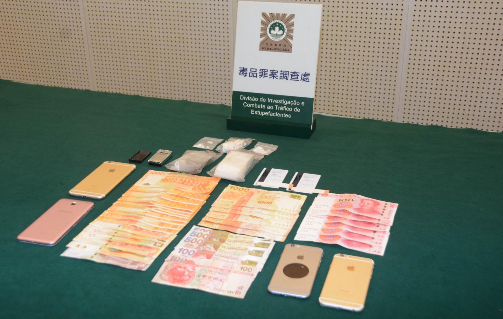 司警檢獲市值九萬多元「可卡因」。