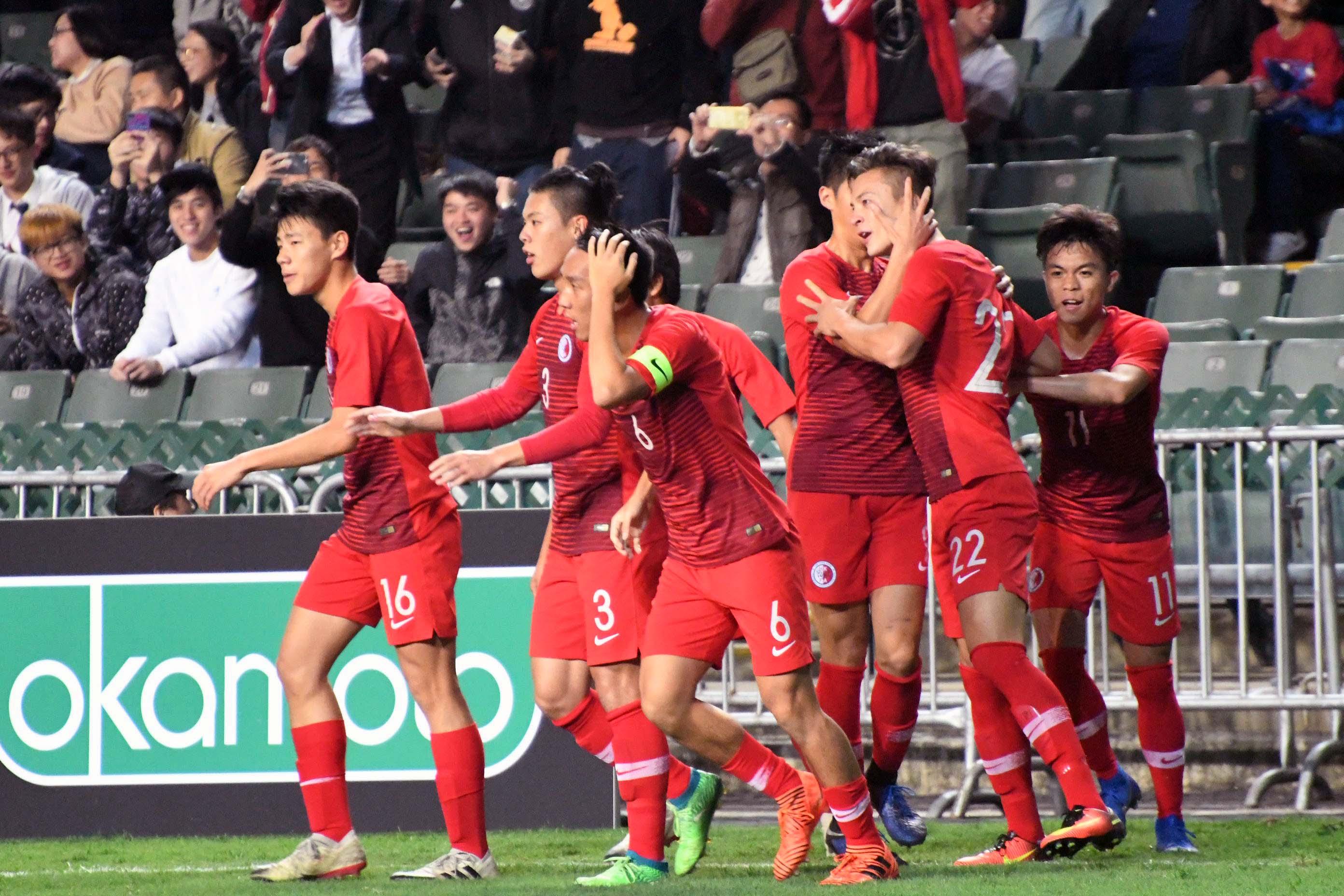 港隊(紅色球衣)4:0大勝廣東,創省港盃歷史最大勝仗。郭晉朗攝