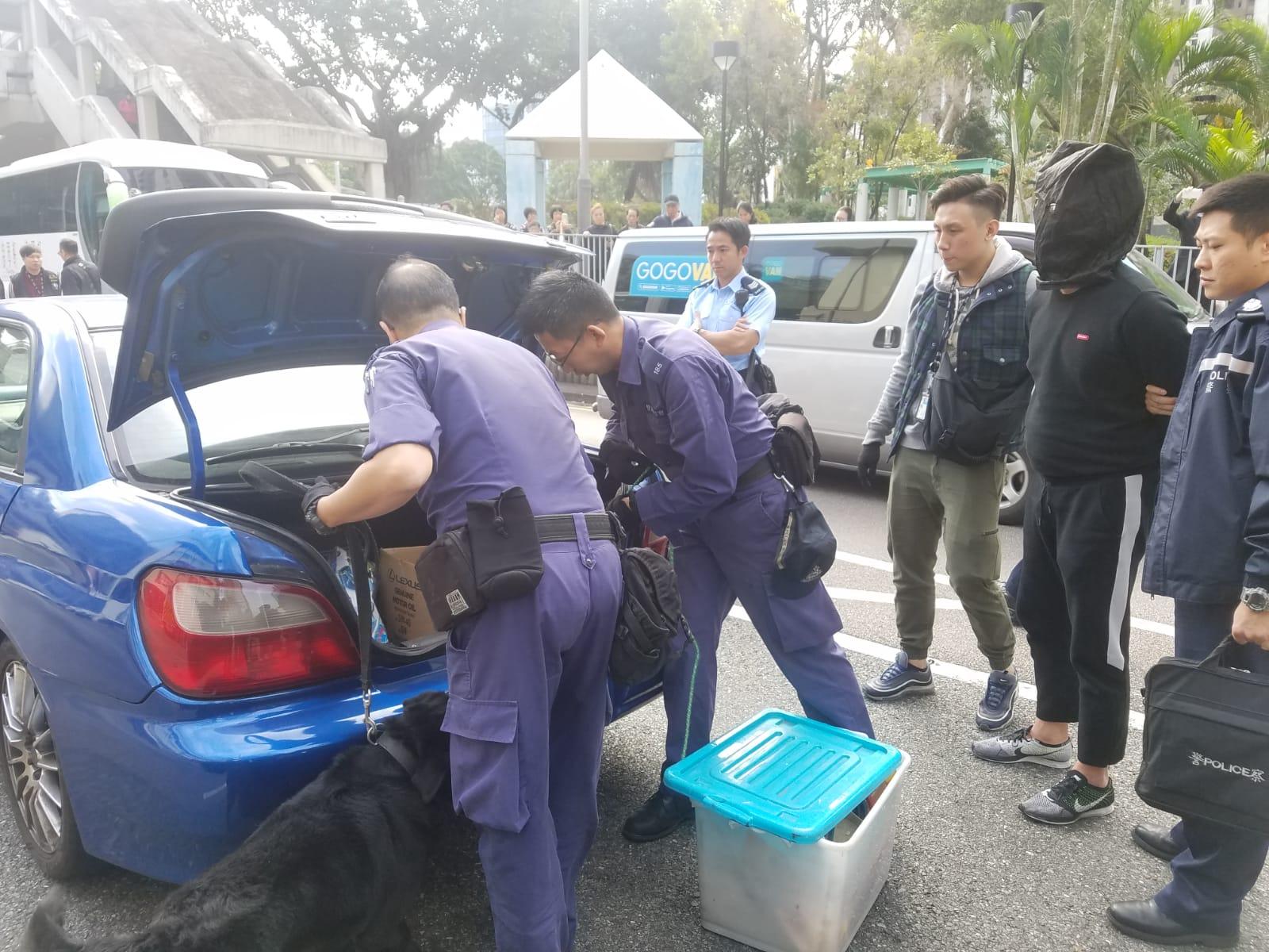 警方截查可疑私家車,檢獲毒品,拘捕32歲男司機。 林思明攝