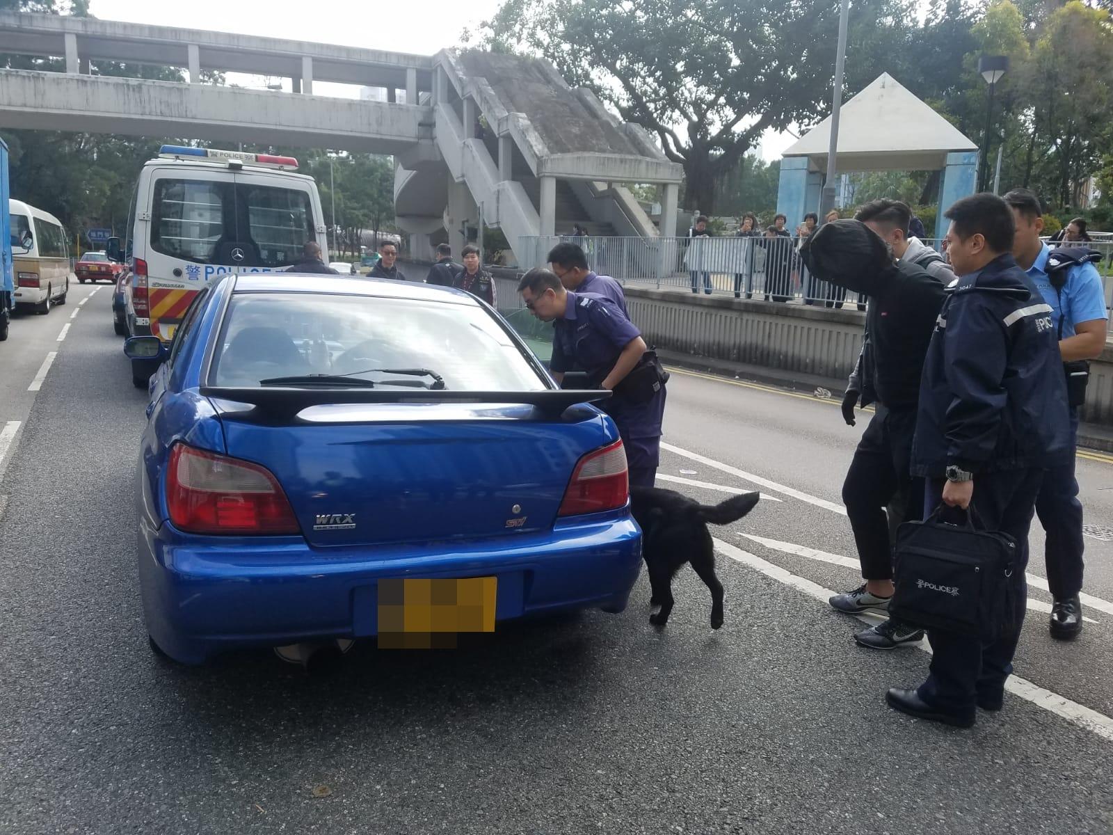 警方截查可疑私家車,檢獲毒品,拘捕男司機。 林思明攝