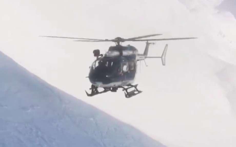 直升机救出伤者。网上图片