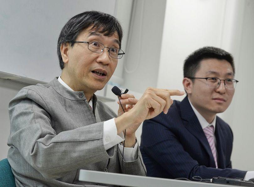 袁國勇及其研究團隊花約兩年多時間,發現出一種新型抗病毒藥物。