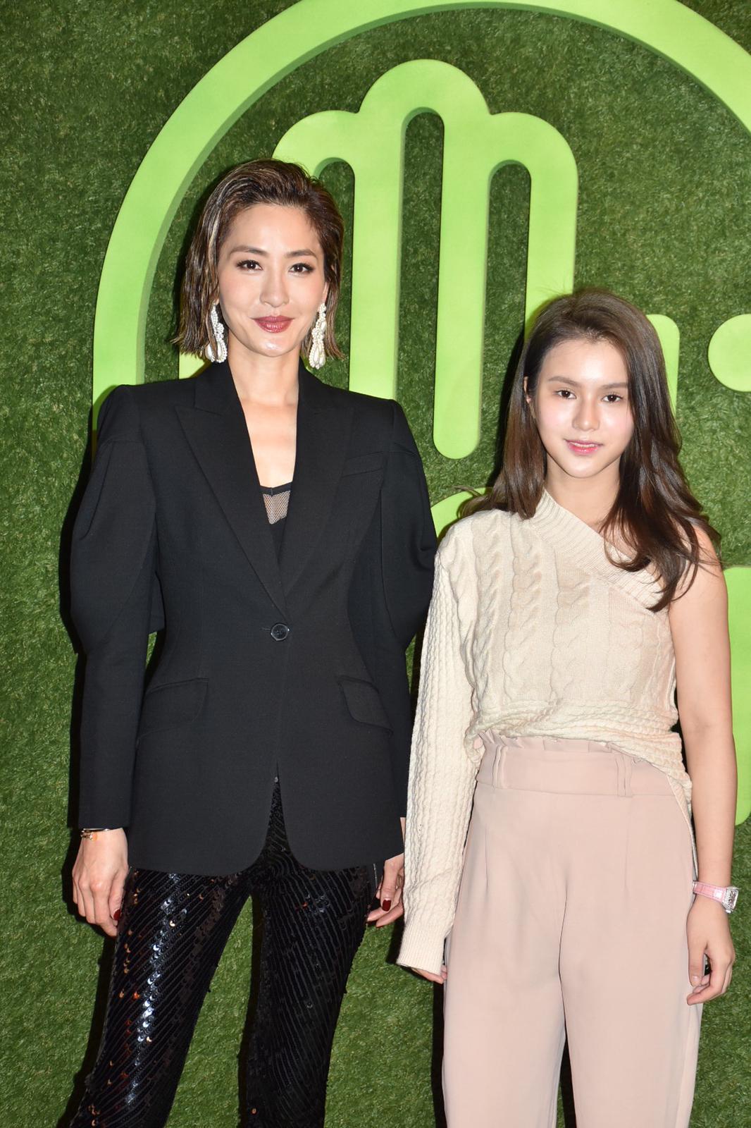 周汶錡和鄧月萍出席薩凡納藝術設計大學香港分校2019時裝展。