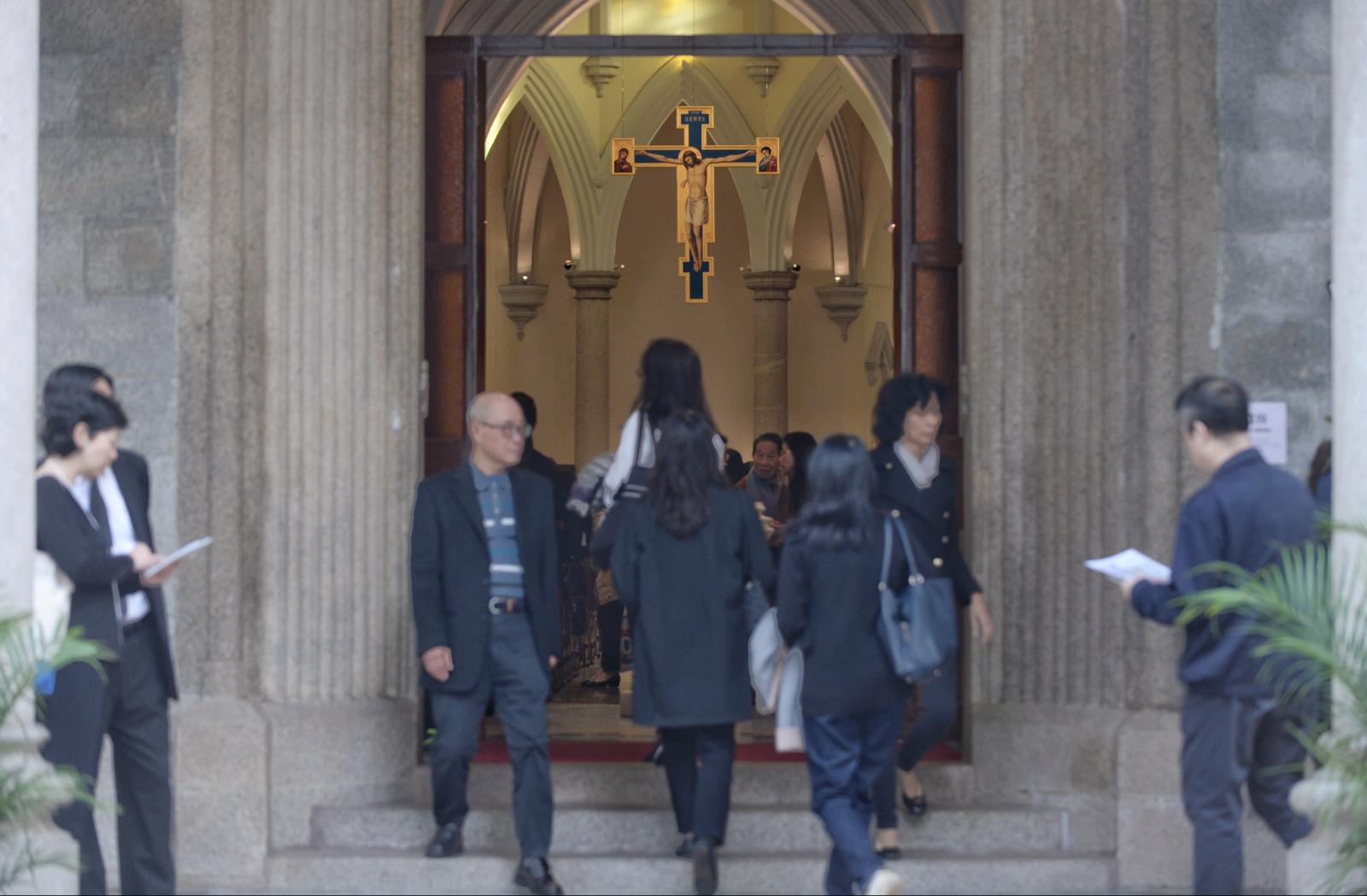 教區在堅道主教座堂舉行出殯逾越聖祭。