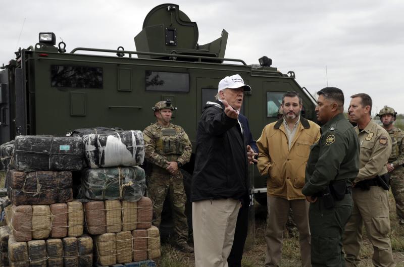 美国总统特朗普到得州接壤墨西哥边境地区视察。