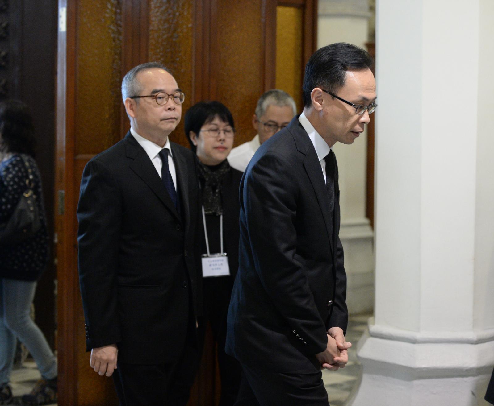 劉江華(左)和聶德權(右)出席儀式。