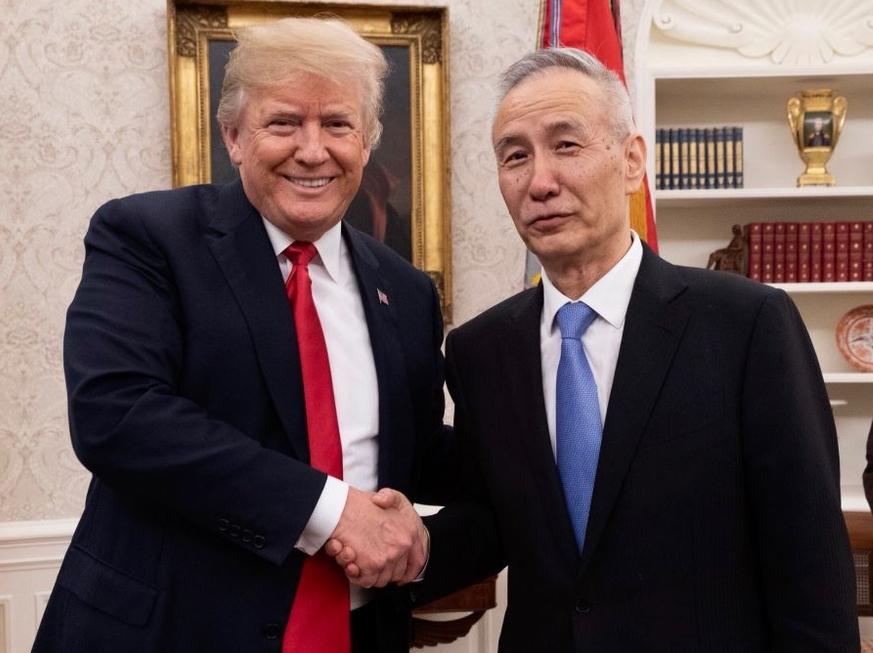 特朗普(左)曾於今年5月在白宮橢圓形辦公室會見劉鶴(右)。資料圖片
