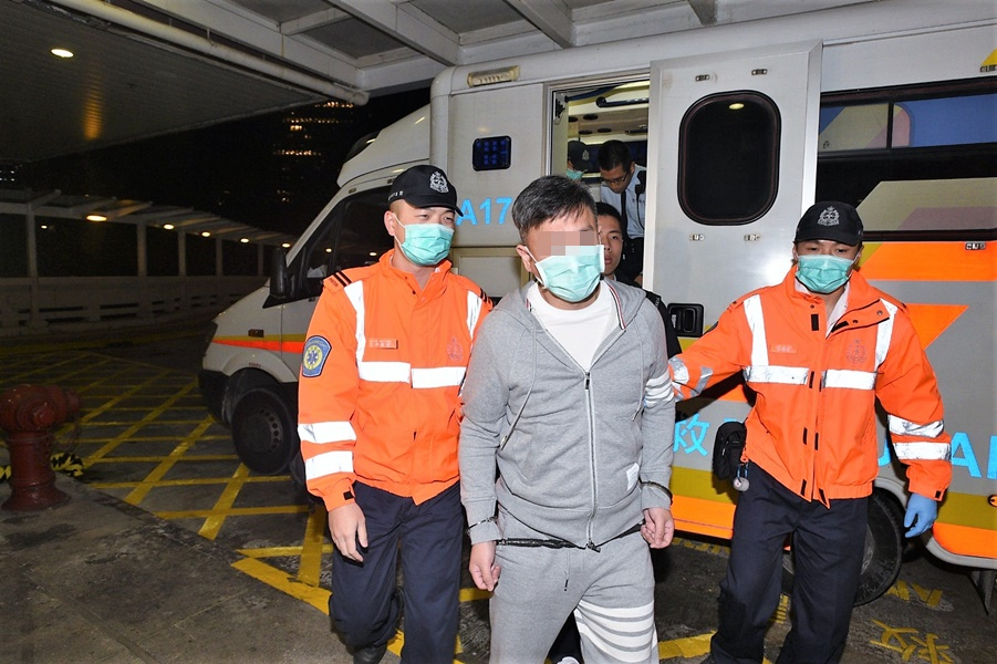 凌晨由救護車送往律敦治醫院。