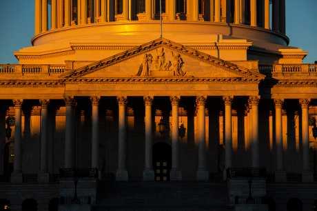 眾議院以240票對179票通過恢復部分聯邦政府機構運作的法案。AP