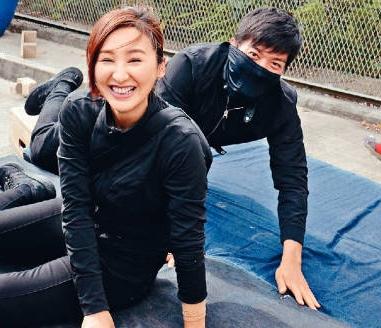 高海寧(左)受傷被黎諾懿(右)嘲笑。