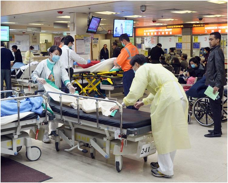 15間提供內科病床的公立醫院中,有14間的佔用率全部爆滿。