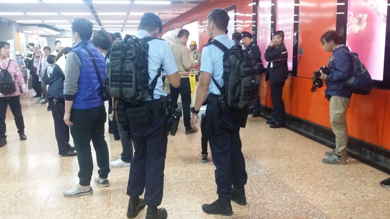 警方新成立的鐵路反恐應變部隊趕到場戒備。