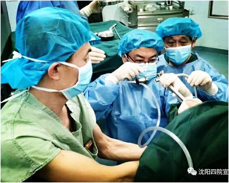 醫生立即為苗苗動手術取出蛋殼。