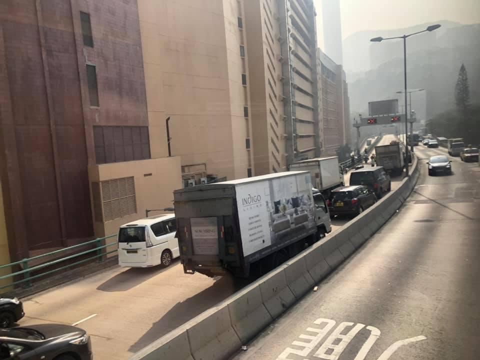 現場交通擠塞。fb香港突發事故報料區馮嘉祈相片