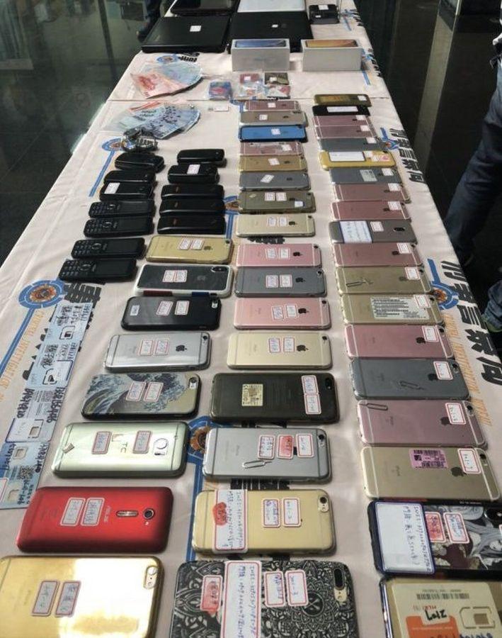 警方檢獲大量手機、現金、無限分享器、強波器、SIM卡等贓物。網圖
