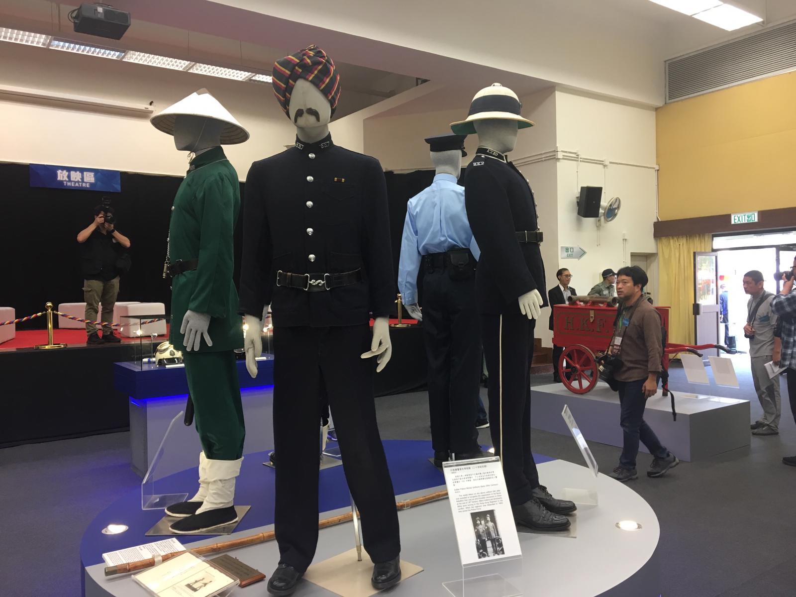 警隊歷史發展展覽,展出警隊的制服演變。