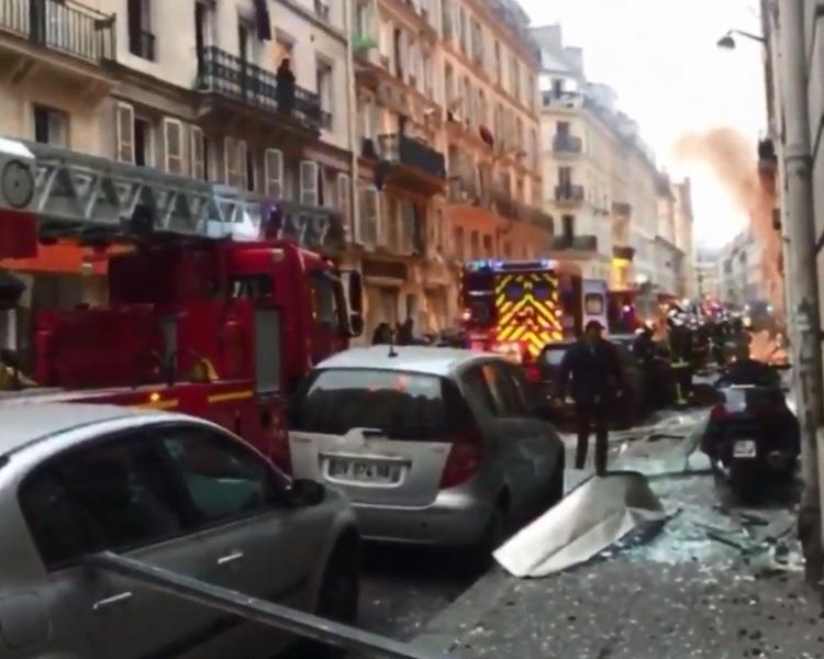 消防隊到場救援。網圖