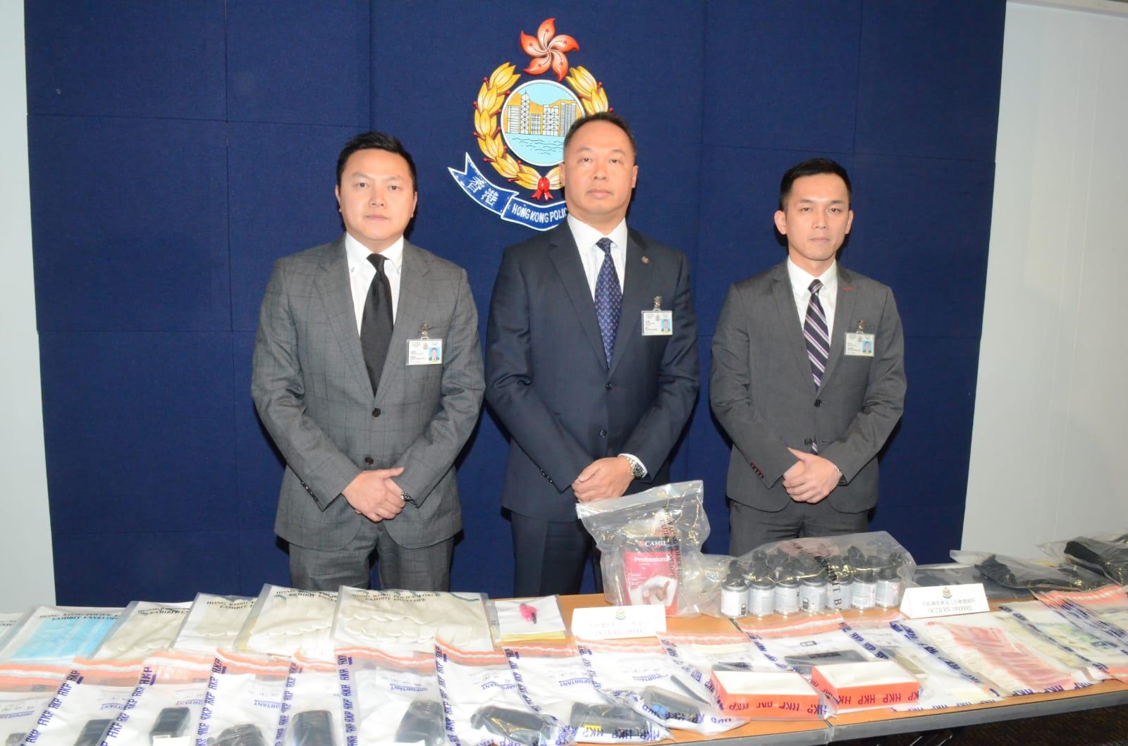警方搜出大批證物