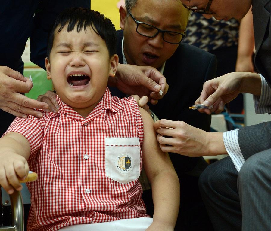 袁國勇指明白兒童不喜歡打針。資料圖片