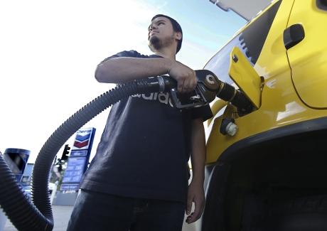 國際油價連升9日後,上周五終於回落。AP