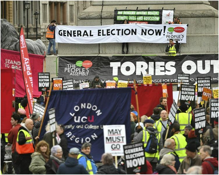 遊行隊伍由倫敦市中心遊行去到特拉法爾加廣場。 AP