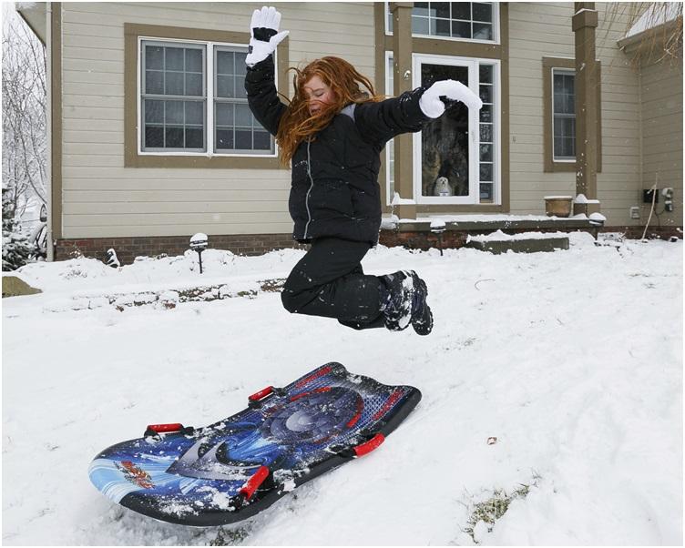 艾奧瓦州有居民在雪中作樂。AP