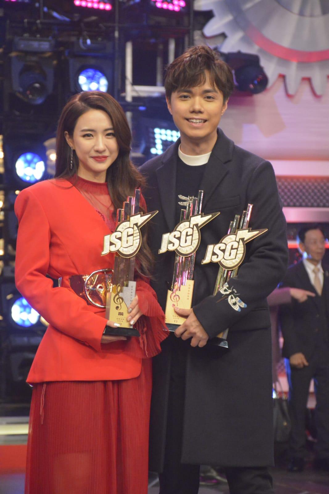 菊梓喬(HANA)、張敬軒分別奪得「最受歡迎女歌星」和「最受歡迎男歌星」。