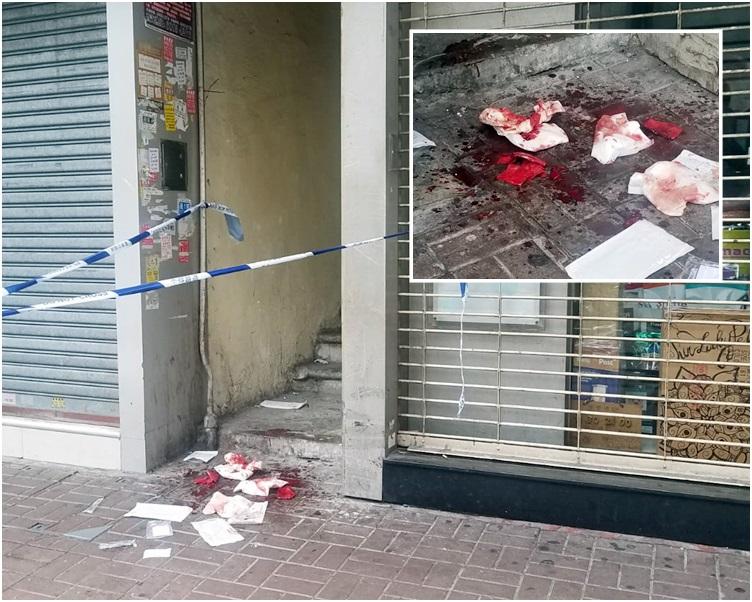 地上遺下血跡和一堆染血紙巾及紗布。