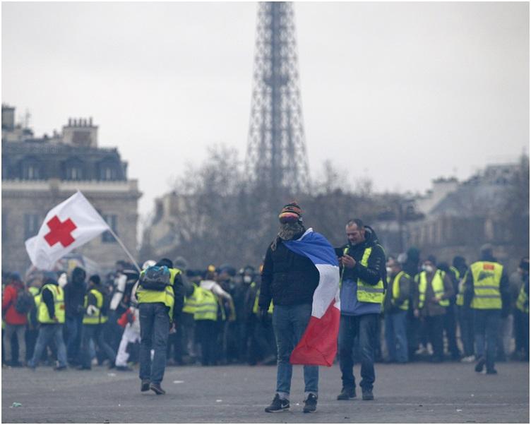 示威者聚集及高叫反政府口號。AP
